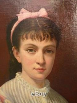 Ecole du XIXème siècle Portrait de jeune femme au nud rose Huile sur toile