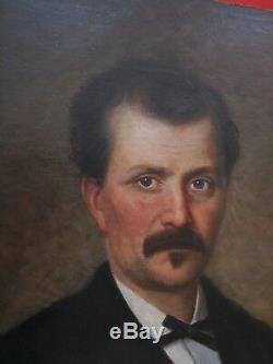 Portrait d'homme tenant un journal école Française du XIX e siècle sig Monseret