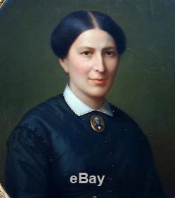 Portrait de femme Ecole Française du XIXème siècle Huile sur toile beau cadre