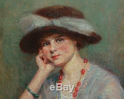 Portrait de femme huile sur toile Début XXème siècle Elégante au chapeau